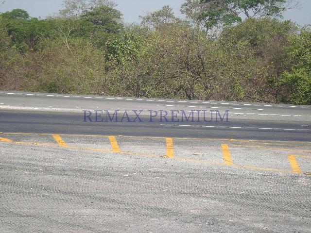 Remax real estate, Guatemala, Puerto San Jose, VENDO AMPLIO TERRENO EN AUTOPISTA A PUERTO QUETZAL DESDE 10 MANZANAS
