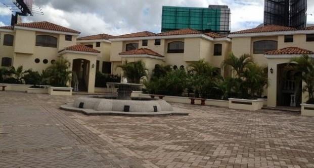 Remax real estate, Guatemala, Guatemala City, ALQUILER DE BONITA CASA EN CONDOMINIO ZONA 10 DE 3 DORMITORIOS