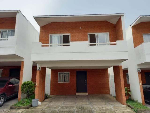 Remax real estate, Guatemala, Mixco, VENDO CASA SAN CRISTOBAL JARDÍNES DE TRES DORMITORIOS DENTRO DE CONDOMINIO