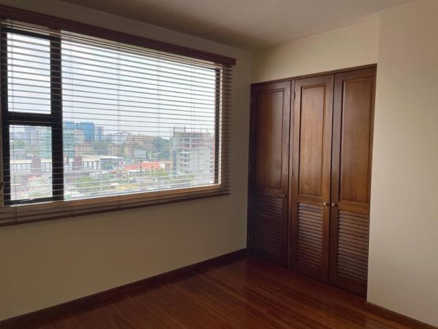 Remax real estate, Guatemala, Zona 10, VENDO APARTAMENTO ZONA 10 DE TRES DORMITORIOS Y DORMITORIO DE SERVICIO