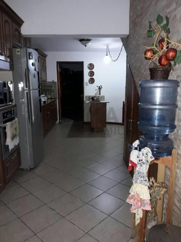 Remax real estate, Guatemala, Guatemala City, VENDO CASA EN CONDOMINIO EN ZONA 10 CON 3 DORMITORIOS Y PÉRGOLA