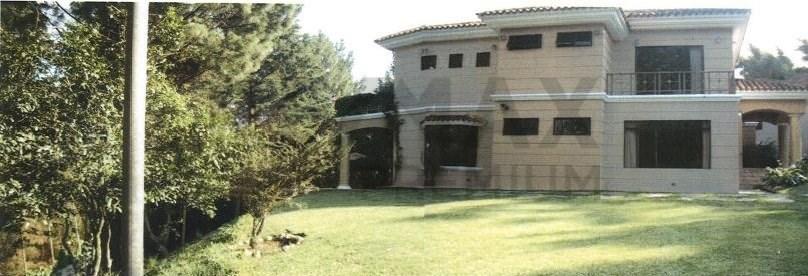 Remax real estate, Guatemala, Guatemala City, VENDO BELLA RESIDENCIA CON AMPLIO JARDÍN Y PARQUEO EN ARRAZOLA II