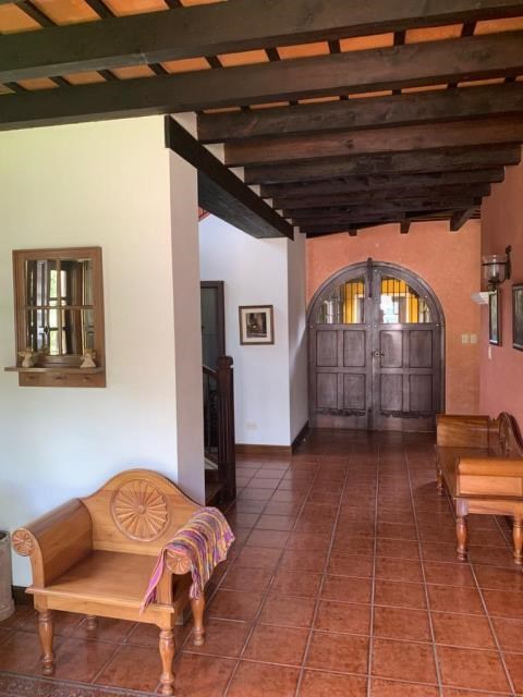 Remax real estate, Guatemala, Guatemala City, VENDO CASA ANTIGUA GUATEMALA AMUEBLADA Y EQUIPADA DE CINCO DORMITORIOS