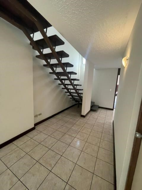 Remax real estate, Guatemala, Guatemala City, ALQUILO CASA ZONA 15 VISTA HERMOSA I CÓMODA Y CÉNTRICA CON DOBLE GARITA
