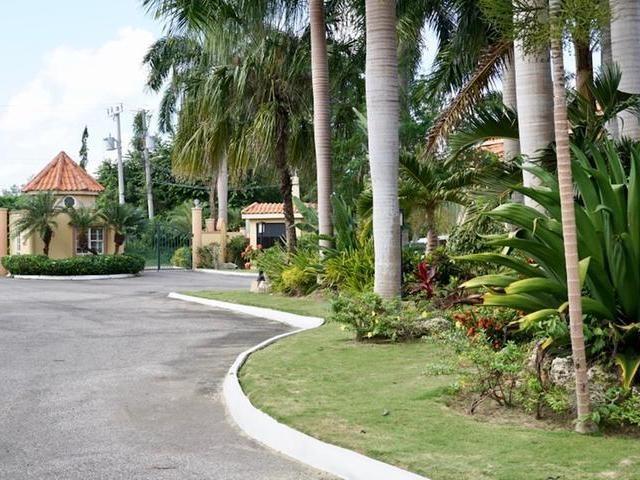 RE/MAX real estate, Jamaica, Montego Bay, 1113 STERLING AVENUE St. James Montego Bay