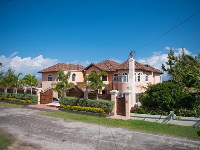 RE/MAX real estate, Jamaica, Montego Bay, CORAL GARDENS St. James Montego Bay