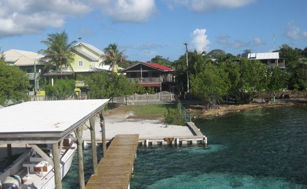 Remax real estate, Honduras, Utila, Casa Colorado in Sandy Bay (with waterfront & private dock)