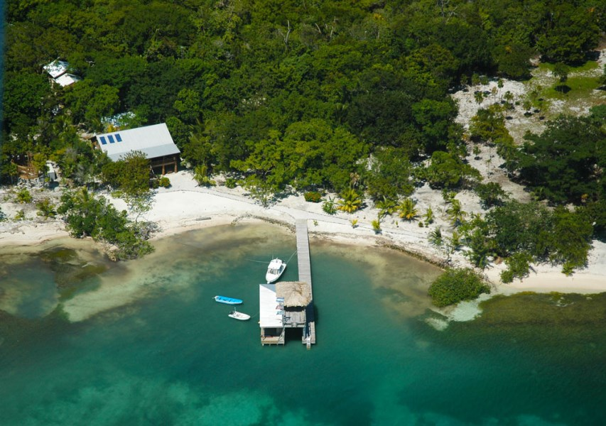 Remax real estate, Honduras, Utila, Casa de Playa at The Well