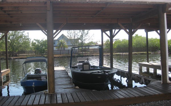 Remax real estate, Honduras, Utila, No 7 Boat Slip & Garage at The Palms