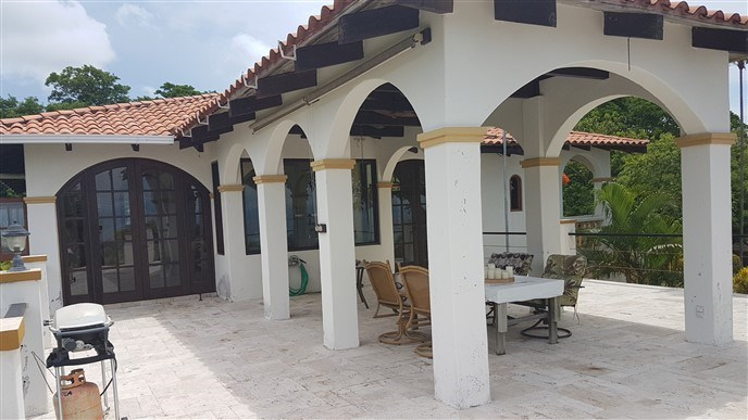Remax real estate, Honduras, Utila, Los Arcos and Acreage at Jack Neil