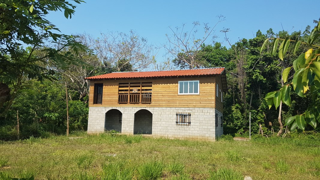 Remax real estate, Honduras, Utila, Unfinished House at Swanix Ridge
