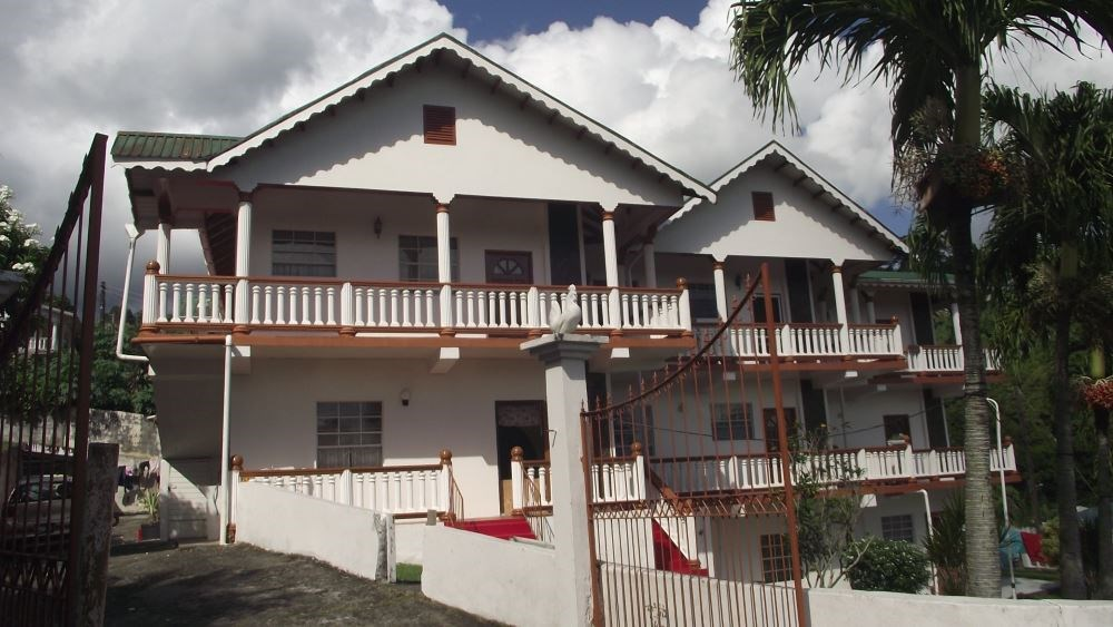 RE/MAX real estate, Saint Vincent and the Grenadines, Arnos Vale, ARNOS VALE - CANE HALL APARTMENT BUILDING