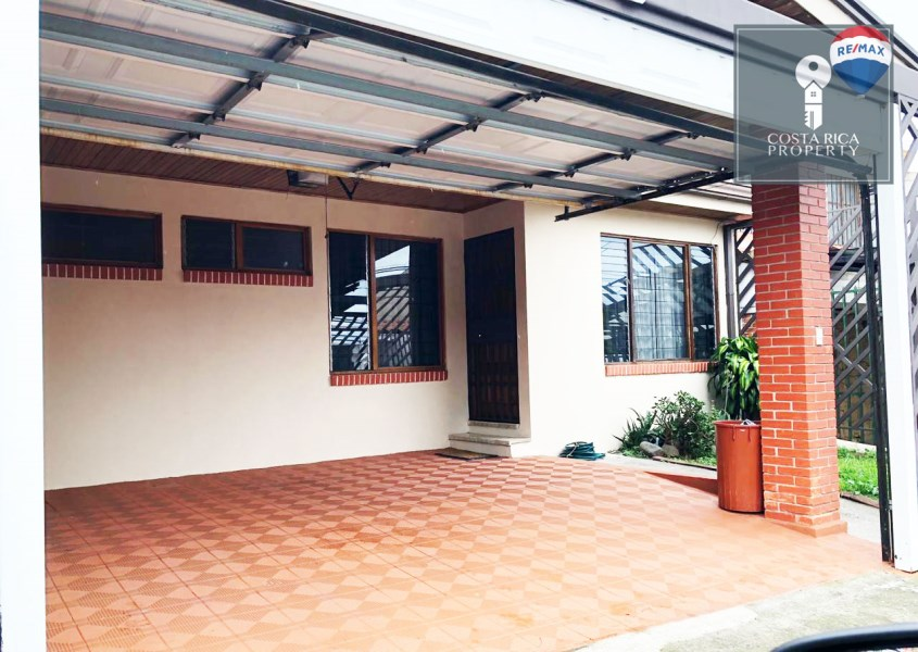 Remax real estate, Costa Rica, Curridabat, MOTIVATED SELLER! Spacious 3 bedroom, 2 bathroom home for sale in Lomas del Sol, Curridabat, San Jose. Valued at $180,000!