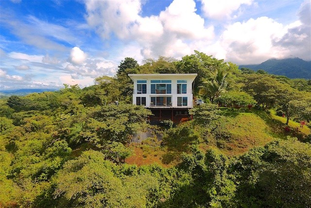 "Remax real estate, Costa Rica, Parrita, For Sale ""White House"" at San Antonio de Damas"