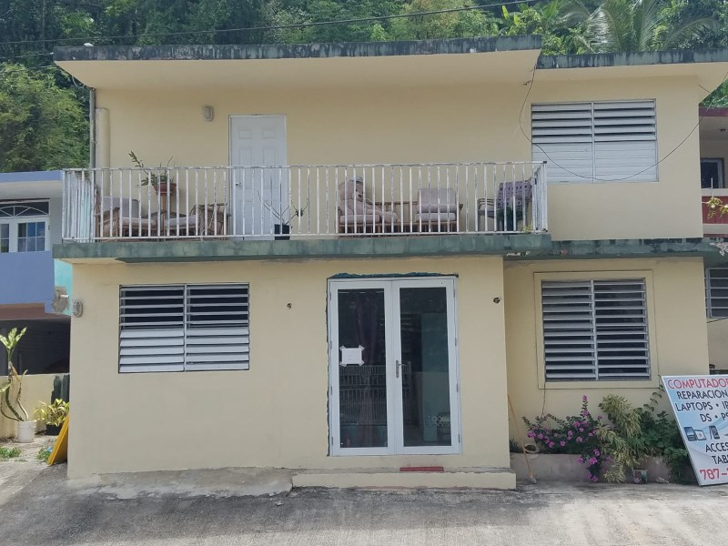 RE/MAX real estate, Puerto Rico, Vega Alta, AREA RURAL -CASA DE II NIVELES! BO. PAMPANOS