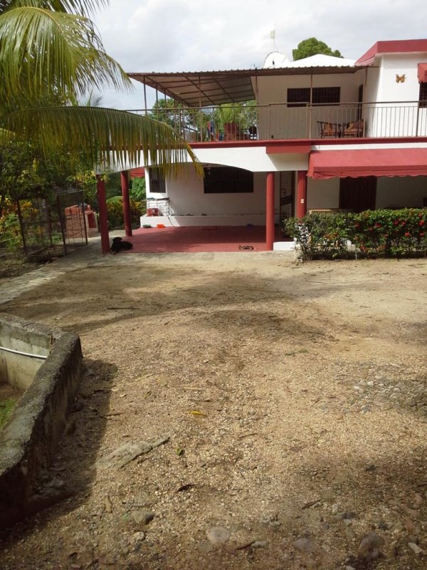 RE/MAX real estate, Dominica, Saint David, Nice House with pool For Sale in Santo Domingo, town of San Cristobal