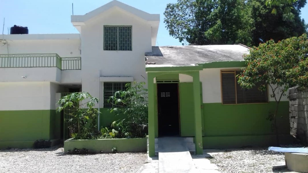 RE/MAX real estate, Haiti, Croix-des-Bouquets, 2 Nice Family House For RENT in Santo 8, Haiti