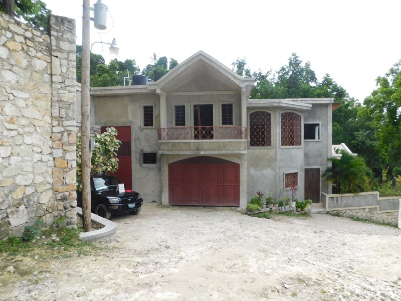 RE/MAX real estate, Haiti, Maligue, Very nice house for rent in Maligue, Pétion-Ville city Haiti.