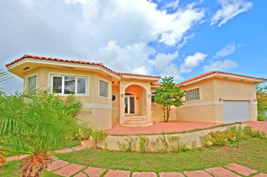 RE/MAX real estate, Bahamas, Bacardi Road, VENICE BAY THREE BEDROOM EXECUTIVE HOME