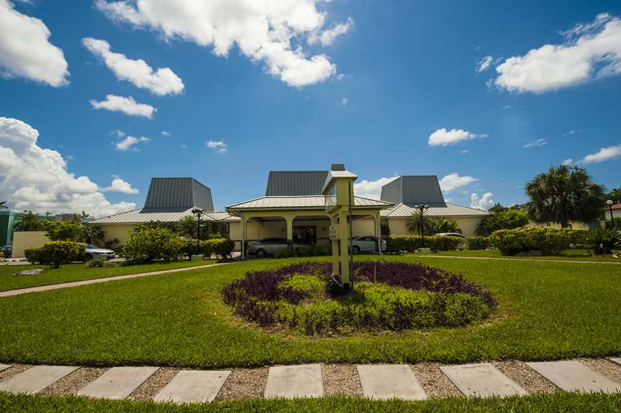 RE/MAX real estate, Bahamas, Freeport, ROYAL ISLANDER HOTEL-FREEPORT GRAND BAHAMA