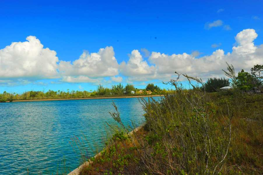 RE/MAX real estate, Bahamas, Freeport,  320 FT OF CANAL-FRONTAGE ESTATE LOT COLONY BAY FREEPORT-LUCAYA