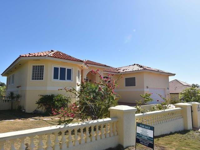 RE/MAX real estate, Bahamas, Bacardi Road, Venice Bay Executive Home