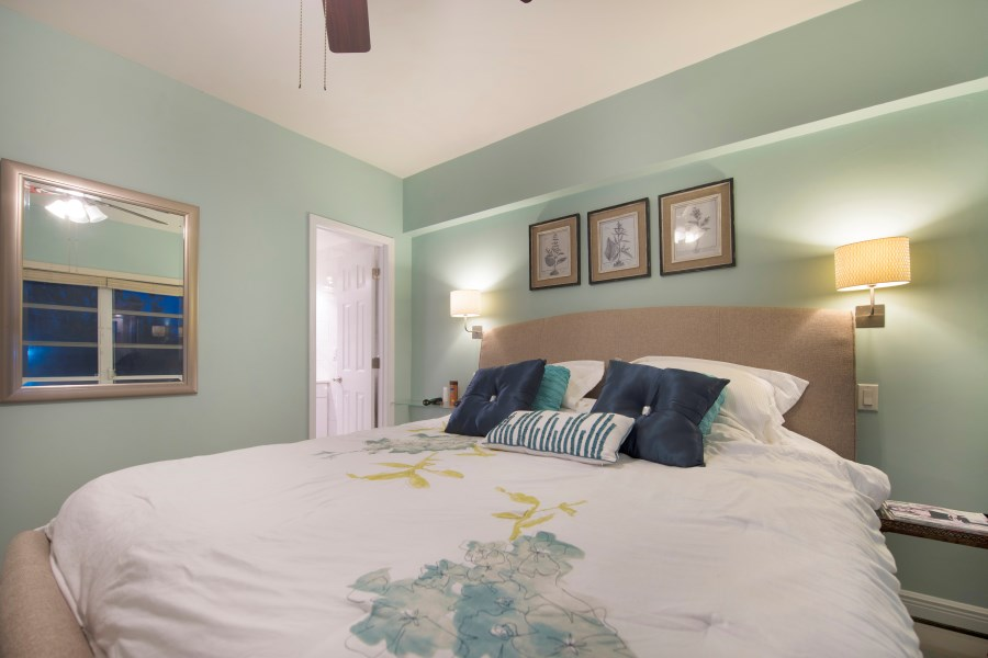 RE/MAX real estate, Bahamas, Lucaya, BEACHFRONT-REMODELED EXECUTIVE ONE BEDROOM