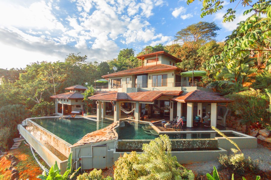 Remax real estate, Costa Rica, Dominical, Iconic Jade House Escaleras