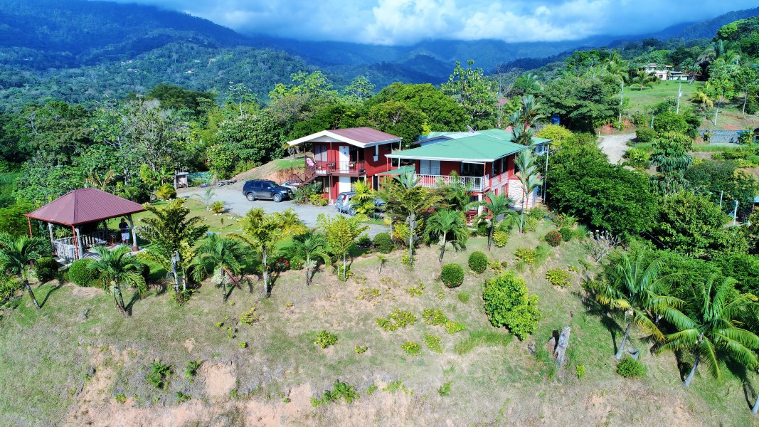 Remax real estate, Costa Rica, Uvita, OCEAN VIEW HOUSE with two apartments. Location is the key