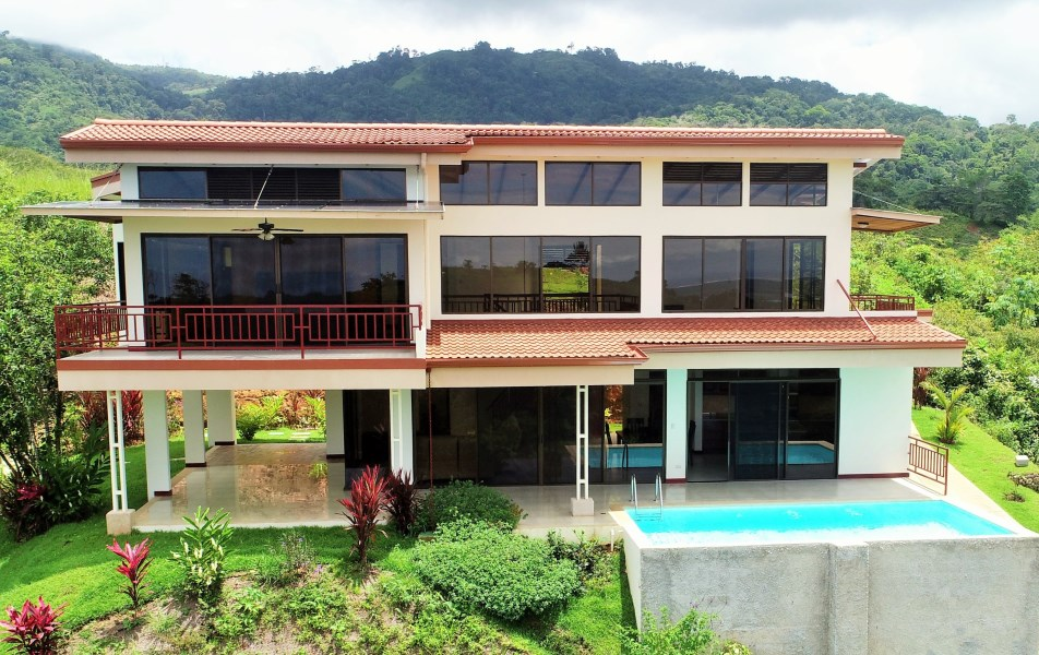 Remax real estate, Costa Rica, Chontales, LOOK BEYOND THE ORDINARY! Two bedroom house with a pool