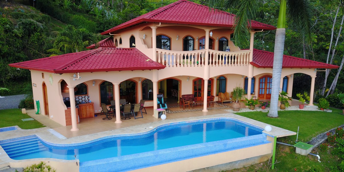 Remax real estate, Costa Rica, Ojochal, Beautiful Villa with 180° Ocean View and Amazing Outdoor Living Space
