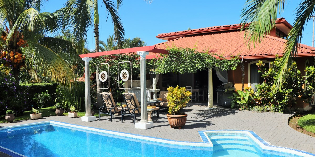 Remax real estate, Costa Rica, Ojochal, Tropical Two Bedroom Home with Low Maintenance Yard and Easy Access