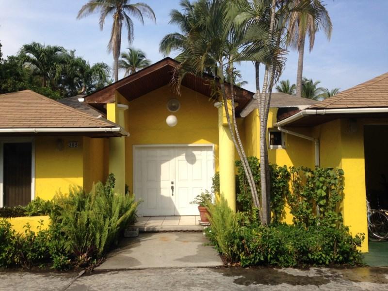 Remax real estate, Guatemala, Los Lotes, Casa a Orillas de canal Likin, Plataforma 9