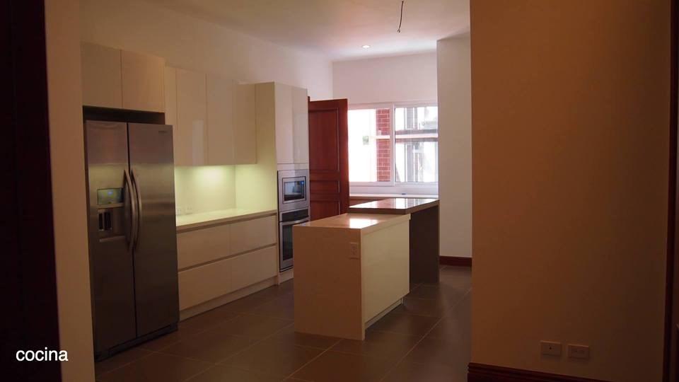 Remax real estate, Guatemala, Zona 10, Apartamento en Vía Siete, zona 10