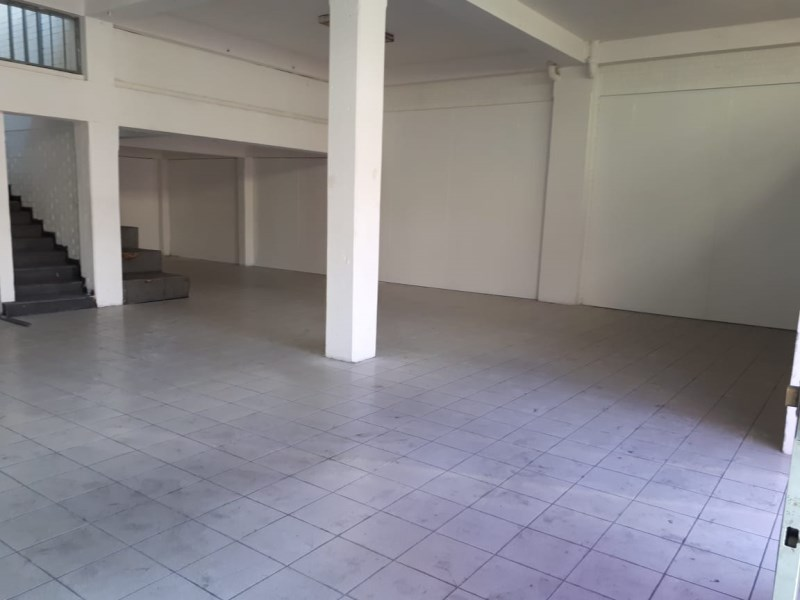 Remax real estate, Guatemala, Zona 11, COMMERCIAL PREMISES FOR RENT IN CALZADA AGUILAR BATRES ZONE 11, AREA: 150M2, 10M FROM FRONT x 15M OF FUND, 2 LEVEL 60 MTS, 2 BATHROOMS, 6 PARKING