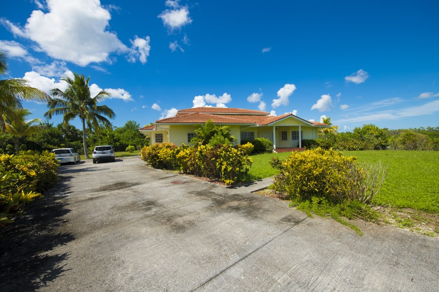 RE/MAX real estate, Bahamas, Freeport, AWESOME GOLF COURSE EXECUTIVE HOME-