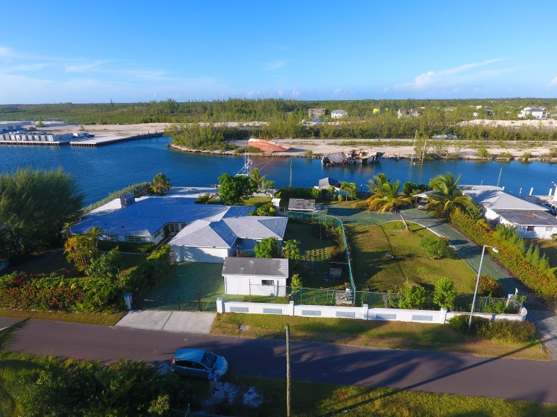 RE/MAX real estate, Bahamas, Coral Harbour, 316 FT OF CANAL FRONT - 4 BEDROOM HOME -IN CORAL HARBOUR