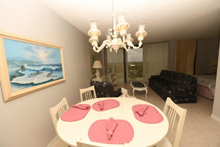 RE/MAX real estate, Bahamas, Lucaya, Lovely Studio Lucayan Towers North