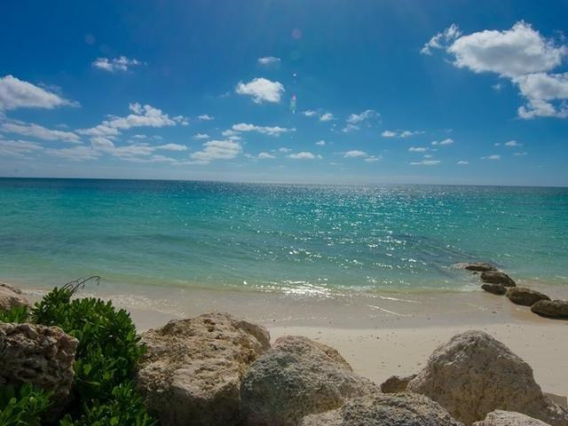 RE/MAX real estate, Bahamas, Freeport, BEACHFRONT 2 BR T-H