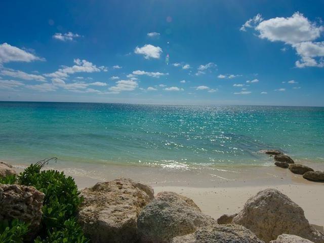 RE/MAX real estate, Bahamas, Freeport, BEACHFRONT 2 BR T-H