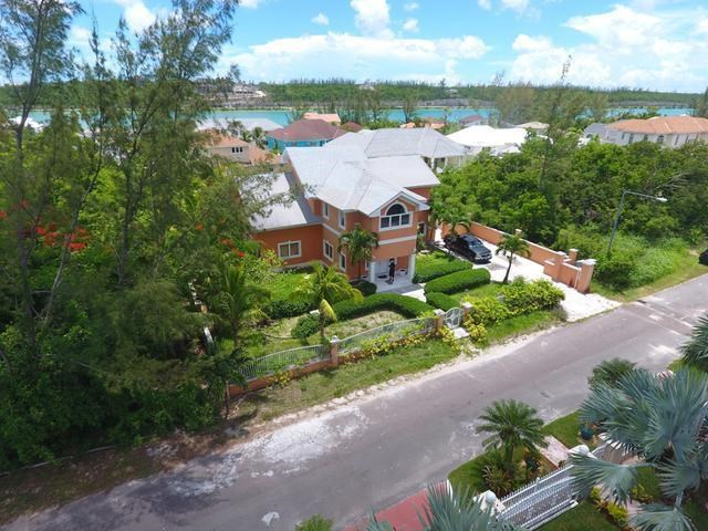 RE/MAX real estate, Bahamas, Lake Cunningham, EXECUTIVE VILLA LAKE CUNN