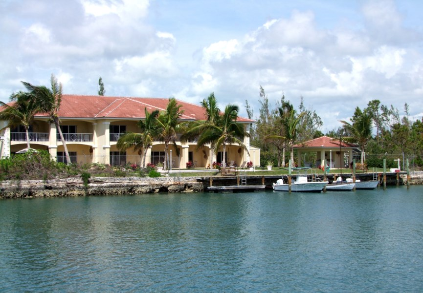 RE/MAX real estate, Bahamas, Bell Channel, INCOME PRODUCING 6 UNIT CONDO WITH DOCKAGE IN LUCAYA
