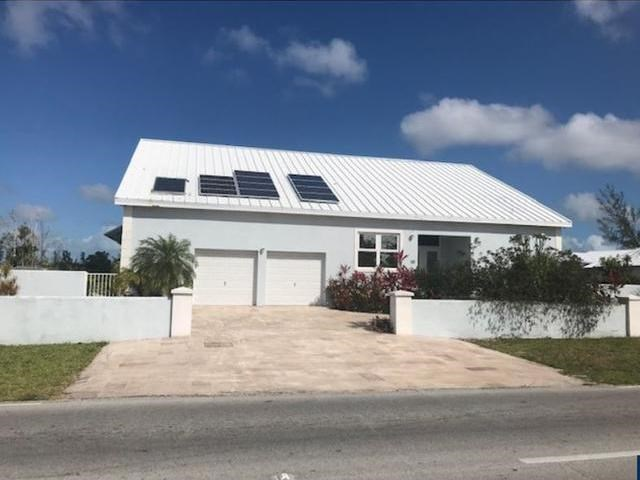 RE/MAX real estate, Bahamas, Lucaya, ROYAL PALM WAY FOUR BEDROOM HOME