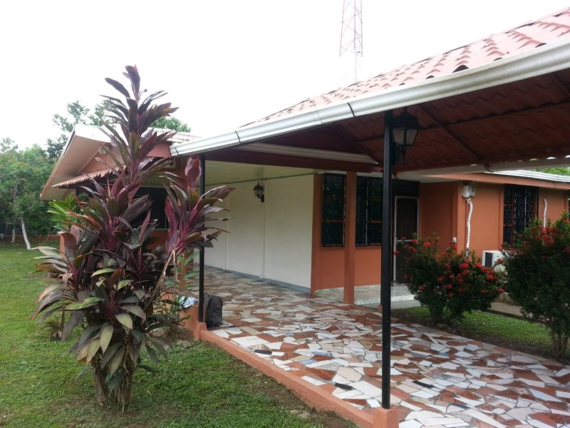 Remax real estate, Costa Rica, Parrita, House for sale in La Palma, Parrita. Very attractive price! House has generator and watertank, so you're independet in case of service failure!