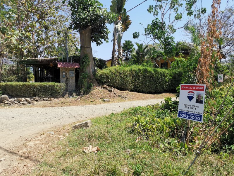 Remax real estate, Costa Rica, Uvita, Beautiful and large property for sale in Uvita, comes with cadastral plan. Close to Uvita centre and also to the famous beach.