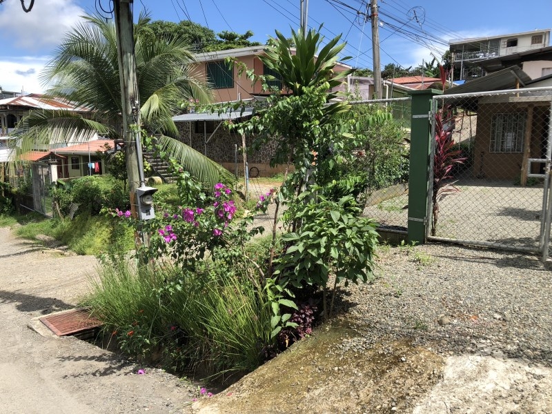 Remax real estate, Costa Rica, Quepos, House with 2 apartments for sale in Quepos Inmaculada