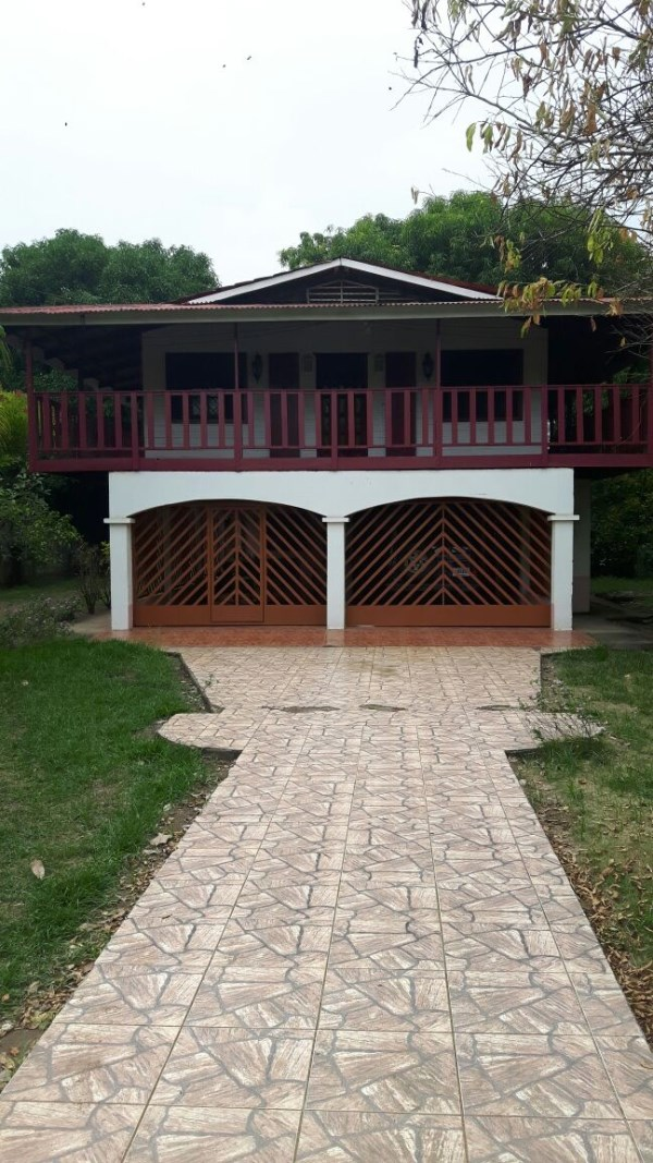 Remax real estate, Costa Rica, Bejuco, Playa Bejuco: Big property with 2 houses to buy 150 m from the beach!