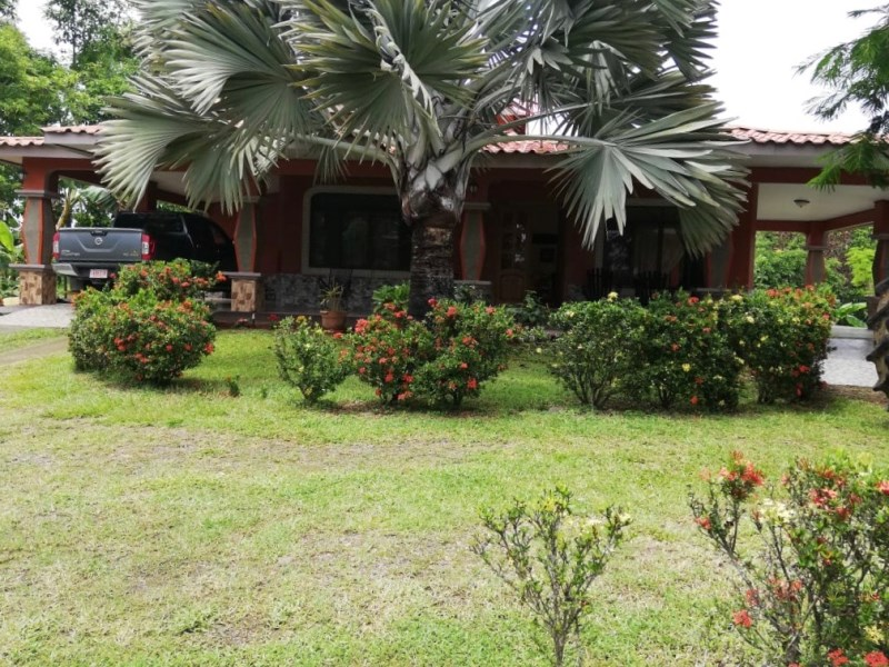 Remax real estate, Costa Rica, Parrita, Just reduced! Sardinal, Parrita. Do you want to live peacefully but still be close to attractions? Beautiful Villa with 4000m2 property for sale