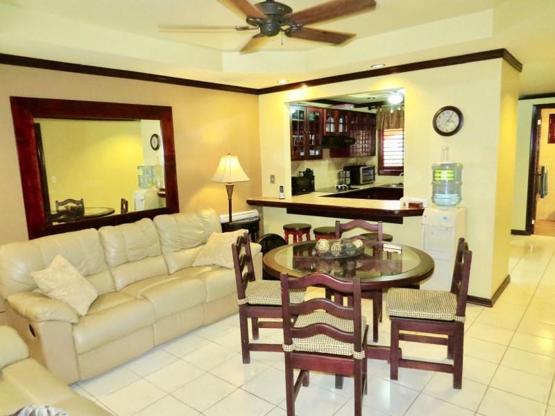 Remax real estate, Costa Rica, Paquita, Beautiful Condo for sale, below replacement value, Suite 113 in popular Hotel close to Quepos and Manuel Antonio