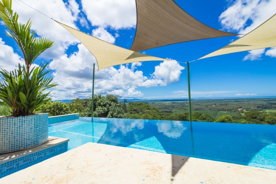 Remax real estate, Costa Rica, Uvita, Ojochal: Gorgeous 11'700m2 property with large house and stunning 360 degree views for sale